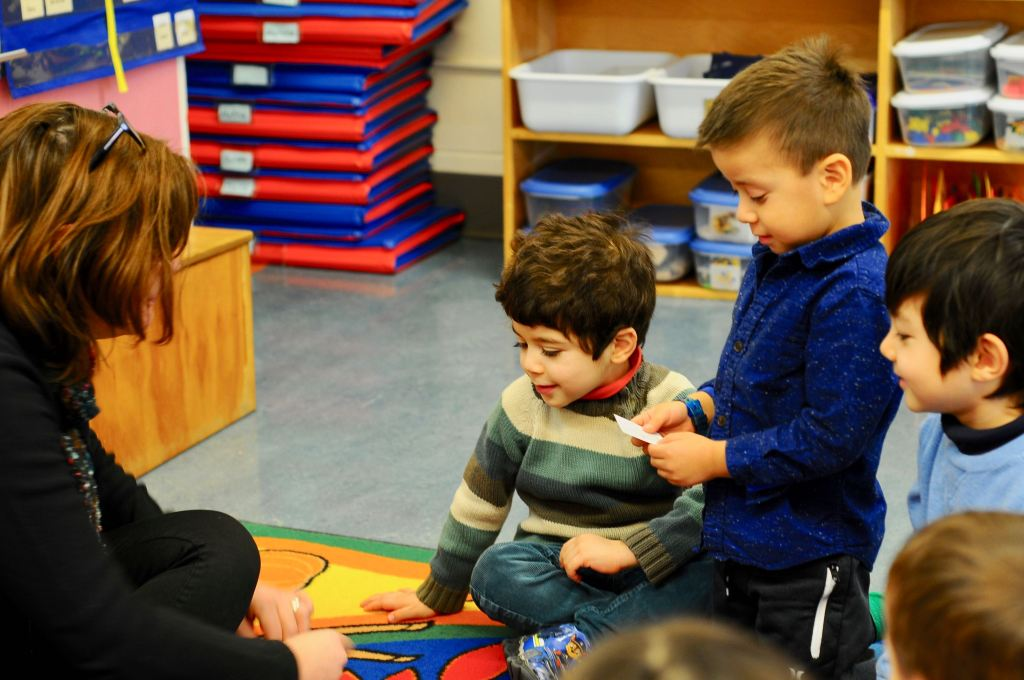Children from The French School of Vancouver Cousteau's preschool or pre-kindergarten grade are learning their syllables in French.